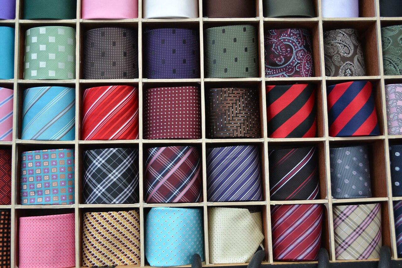 大量のネクタイ