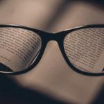 男女別!就活で好印象を与えるメガネと選び方
